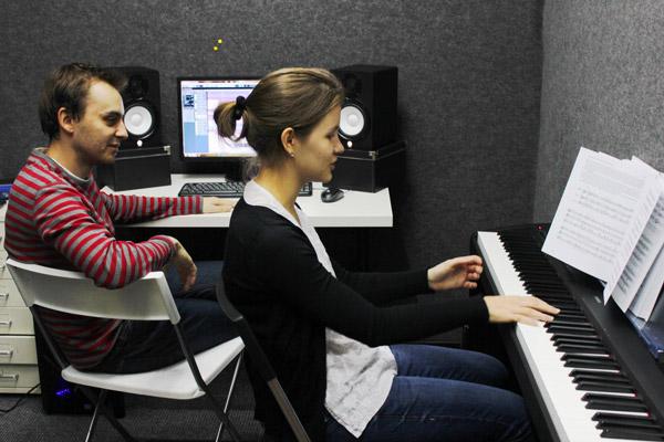 Уроки игры на фортепиано для начинающих