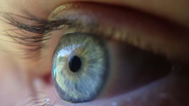 Лазер может сжечь сетчатку глаза