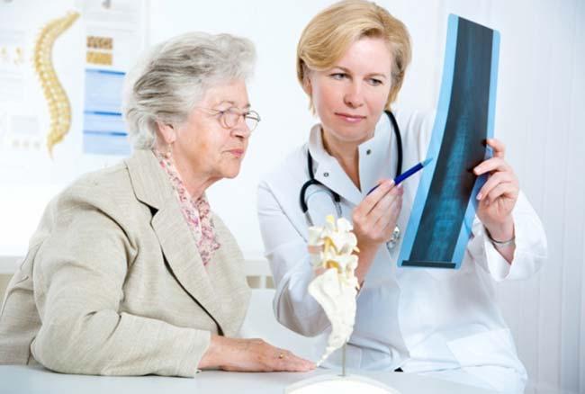 Симптомы, причины и лечение остеопороза