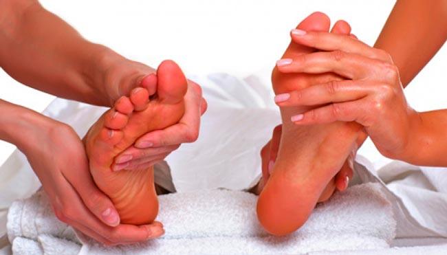 Расслабляющий массаж ступней ног